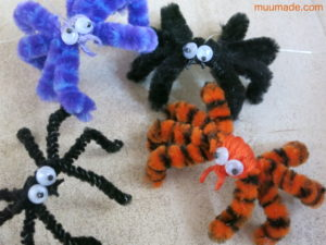 Making Halloween Spiders from Pipe Cleaners