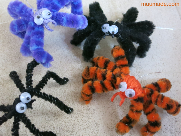 Making Halloween Spiders with Pipe Cleaners