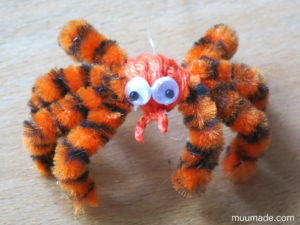 Easy to Make Halloween Spiders from Pipe Cleaners