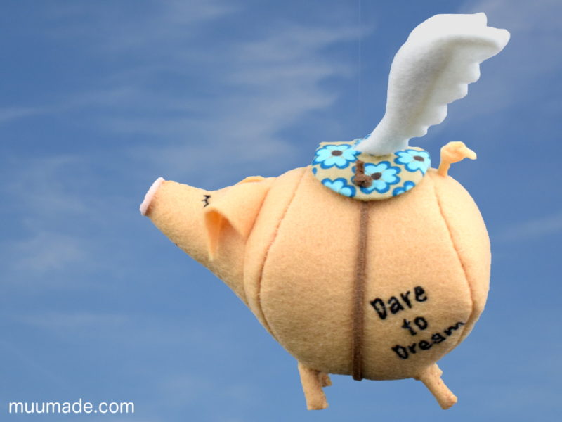 Message-Bearing Flying Pig - Dare to Dream - sewing pattern & tutorial Muumade