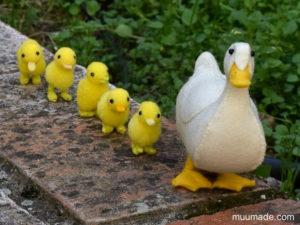 Little Felt Duck mother with pom-pom ducklings